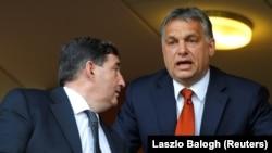 Orbán Viktor miniszterelnök futballmeccset néz Felcsúton Mészáros Lőrinccel, Magyarország leggazdagabb emberével.