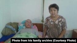 Жарас Калдыбаев и его супруга Гульмира Нуркасылова. Село Макат, Атырауская область. Фото из семейного архива.