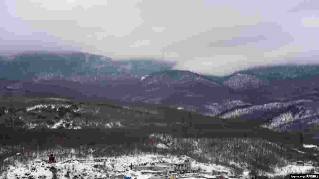 Нинішнім та майбутнім новоселам на вулиці 60 років СРСР буде добре видно лісисті схили Бабуган-яйли