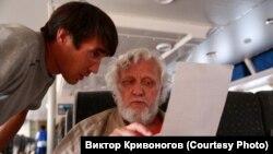 Виктор Кривоногов проводит анкетирование кета.