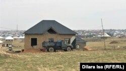 Строящийся дом Нураша Беркенбаева, где он уже проживает с семьей.