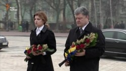 Президент України разом із дружиною вшанували пам'ять жертв Голодомору (відео)