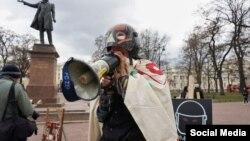 Павел Крисевич на акции против репрессий. Фото: ПЬЯTNIЦА