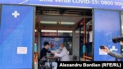 La Chișnău s-au deschis primele două centre mobile de vaccinare: într-un autobuz , care va deservi și suburbiile orașului și un troleibuz. 26 mai 2021