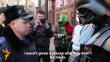 Украин белсенділері ерекше костюм киіп акцияға шықты