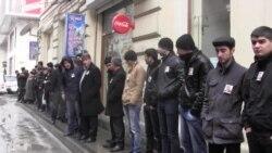Hilal Məmmədovun məhkəməsi önündə səssiz aksiya