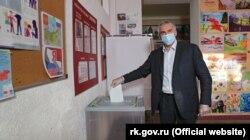 Сергій Аксьонов у Сімферополі голосує за поправки до Конституції Росії, 25 червня 2020 року