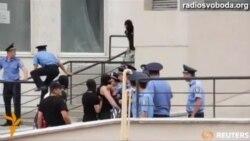 Сутичка з міліцією під час пікетування консульства Росії в Одесі