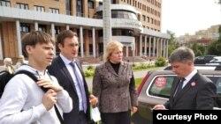 "Участники коалиции ""СтопШиес"" перед заседанием суда"