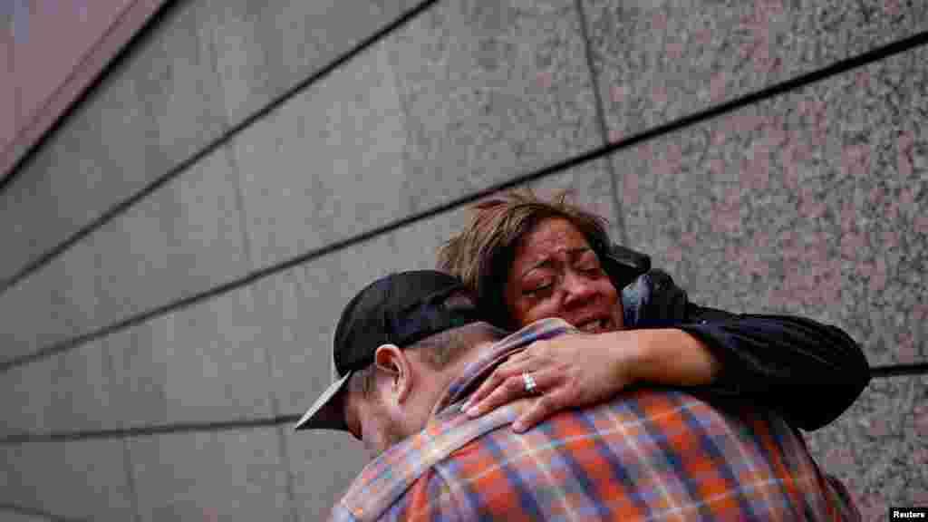 Zagrljaji i suze radosnice nakon što je Chauvin proglašen krivim za ubistvo Georgea Floyda.