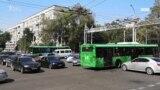 Алматинские водители в условиях отключенных светофоров