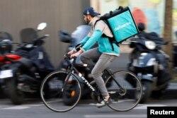 Dostavljač hrane na biciklu, Pariz