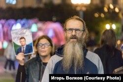 Отец Андрей Винарский, активный участник протестов. Фото Игоря Волкова