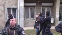 Поліція Косова видворила чільного сербського чиновника (відео)