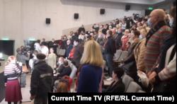 Собрание в Форосе, зал встал на минуту молчания, 2 марта 2021 года