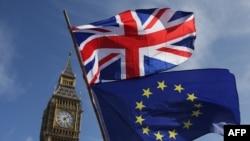 Знамето на ЕУ и на Велика Британија. Илустрација.