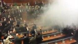 Sërish gaz lotsjellës në Kuvend