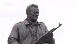 Russia Unveils Kalashnikov Statue