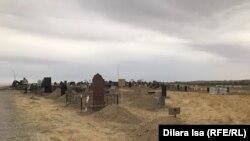 Кладбище на окраине Шымкента