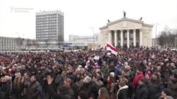 Belarusda yüzlərlə insan etiraza çıxıb