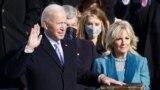 Presidenti Joe Biden duke u betuar.