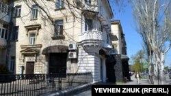 Ресторан «Казбек» исказил архитектурный облик дома №6