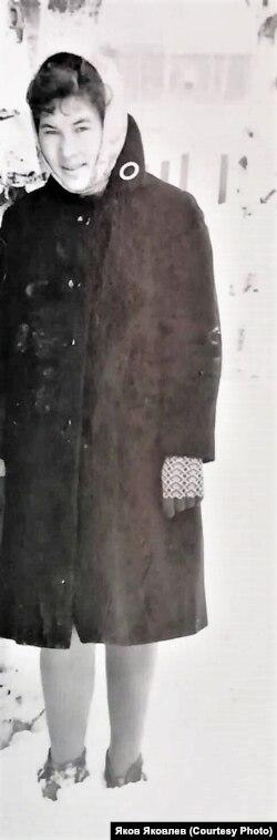 Варвара Тарасовна Костина (будущая Бешкильцева) в период обучения в Ханты-Мансийском педагогическом училище . 1964 г. Из личного архива