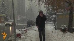 Снег и смог во БиХ, раселени лица во Пакистан