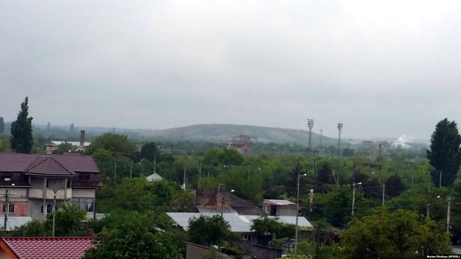 S-au construit blocuri și case la maximum un kilometru de groapa de deșeuri de la Rudeni, județul Ilfov