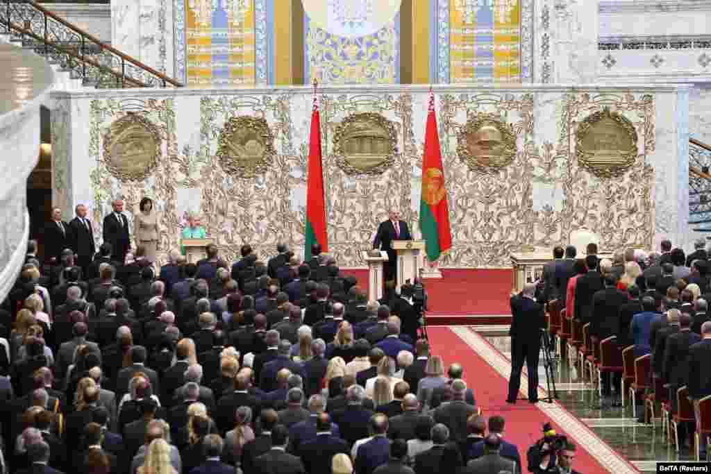 Паводлепрэс-службы Лукашэнкі, на інаўгурацыю запрасілі некалькі соцень чалавек. Сярод іх службовыя асобы, прадстаўнікі Нацыянальнага сходу і СМІ, чыноўнікі, а таксама дзеячы навукі, культуры і спорту.