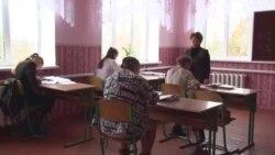 Как в Украине школьных учителей мотивируют прививаться