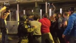 Специјалци го бранат седиштето на ВМРО-ДПМНЕ
