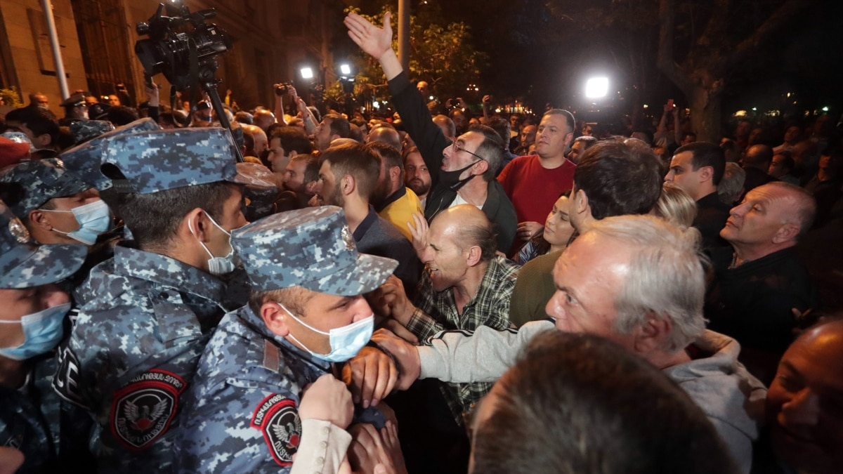 Arrests Made After Anti-Pashinian Protests