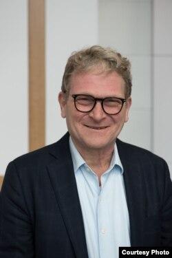 Доктор Шон Робертс - антрополог, эксперт по Центральной Азии и автор книги «Война против уйгуров».