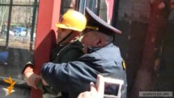 Ապամոնտաժող բրիգադը ճեղքեց ոստիկանական պատնեշը