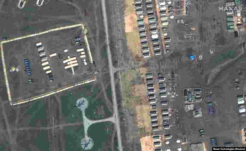 Теренски болнички шатори за време на распоредувањето на руските воени сили во областа за обука Опук, во близина на црноморскиот брег на Крим, на 15 април 2021 година