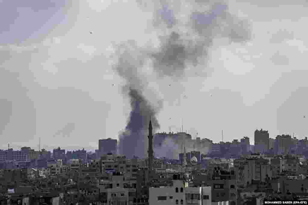 Smoke rise in the northern Gaza after an Israeli air strike, 20 May 2021.