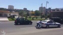Video: Yol polisinə yardım edən vətəndaşlar