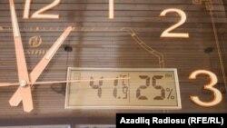 Günorta saatlarında havanın temperaturu 41 dərəcəni keçib, Azərbaycan, Bakı, Novxanı, 26 iyun 2021