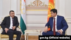 Встреча премьер-министра Кыргызстана Улукбека Марипова (справа) с премьер-министром Таджикистана Кохиром Расулзодой. Россия, Татарстан, Казань. 29 апреля 2021 года.