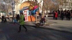 Уличный музыкант в Севастополе исполнил песню «Океана Эльзы» (видео)