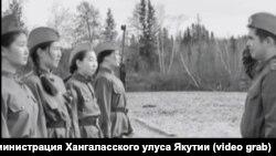"""Кадр из видеоклипа якутских школьников по мотивам повести """"А зори здесь тихие..."""""""