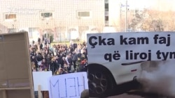 'We Are Choking' -- Air Pollution Protest In Kosovo