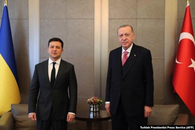 Владимир Зеленский и Реджеп Эрдоган на переговорах в Стамбуле. 10 апреля 2021 года