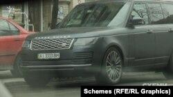 12 квітня знімальна група «Схем» знову помітила авто депутата Арістова біля того ж закладу