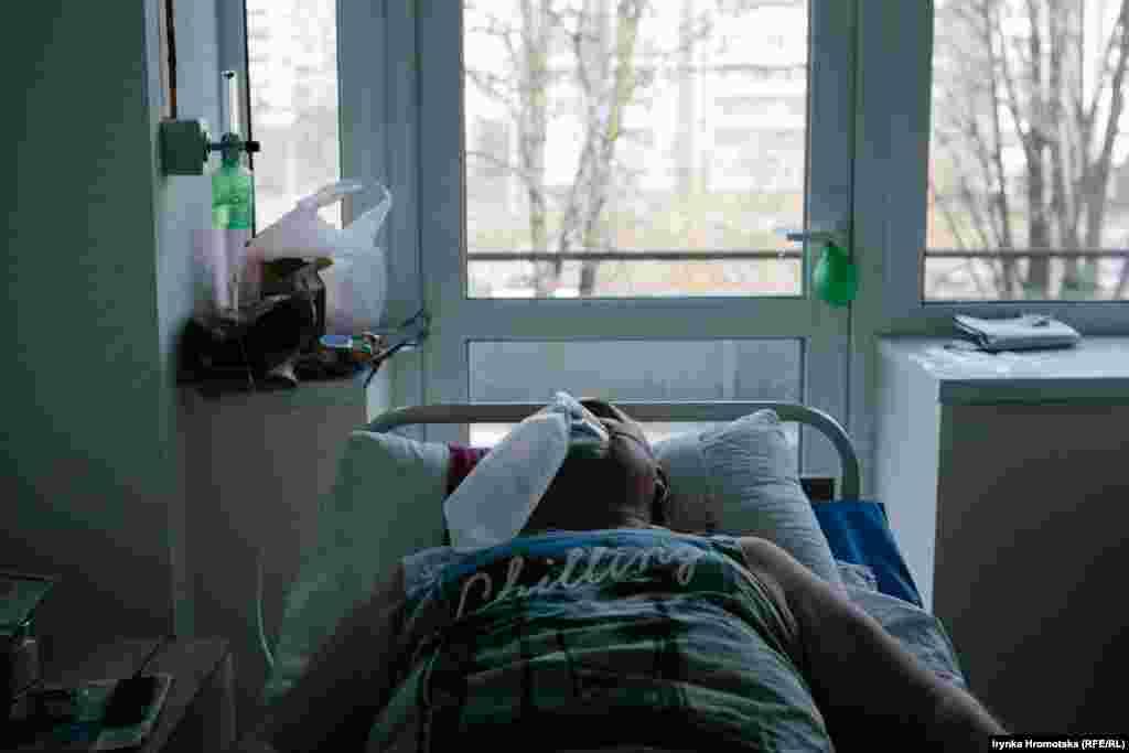 Пацієнт відділення для хворих на коронавірус