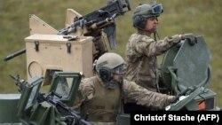 Военные США на полигоне в местности Графенвёр (Германия).