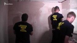 Hersonda göñülliler qırımlılar içün ofisni tamir ete (video)