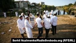 Свято під час пандемії: як хасиди в Умані зустрічали Рош га-Шана (фоторепортаж)