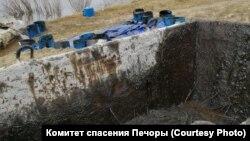 Разлив нефтепродуктов в Колве в республике Коми